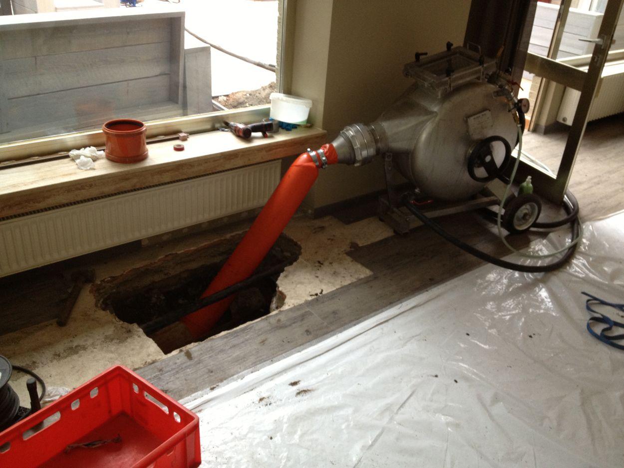 Kanalinstandsetzung durchs Wohnzimmer
